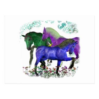 Caballos coloreados fantasía en diseño gráfico de  postales