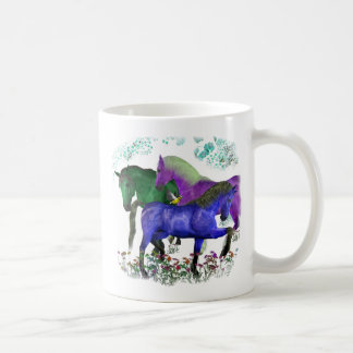 Caballos coloreados fantasía en diseño gráfico de  tazas
