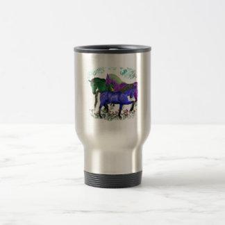 Caballos coloreados fantasía en diseño gráfico de taza de viaje