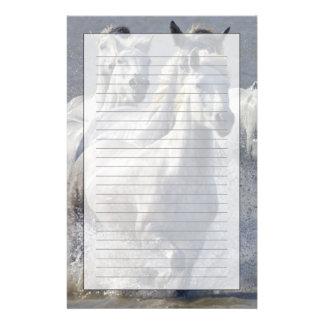Caballos de Camargue que corren en la región panta Personalized Stationery