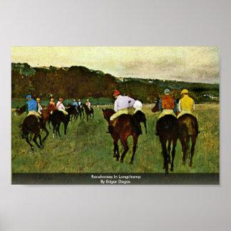 Caballos de carreras en Longchamp de Edgar Degas Póster