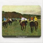 Caballos de carreras en Longchamp de Edgar Degas Tapete De Ratón