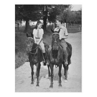 Caballos de montar a caballo de los pares tarjetas postales