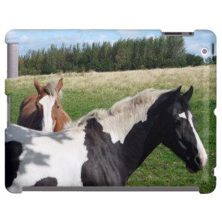 Caballos del caballo pío y de la castaña en una fo