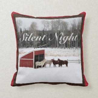 Caballos en almohada de la nieve