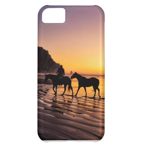 Caballos en la playa en la salida del sol funda para iPhone 5C