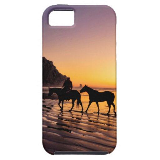 Caballos en la playa en la salida del sol iPhone 5 funda