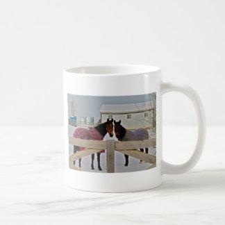 Caballos en la serie 2 de la nieve taza de café