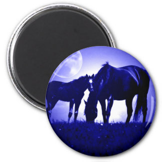 Caballos en noche azul imán redondo 5 cm