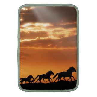 Caballos en puesta del sol fundas macbook air