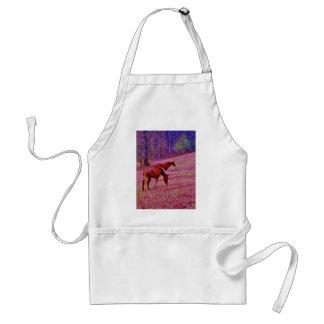 Caballos en un campo rosado púrpura de la lavanda, delantal