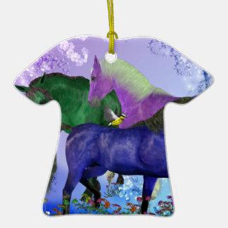 Caballos, fantasía coloreados en fondo púrpura adorno para reyes
