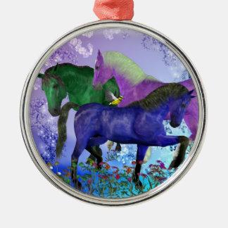 Caballos, fantasía coloreados en fondo púrpura ornatos