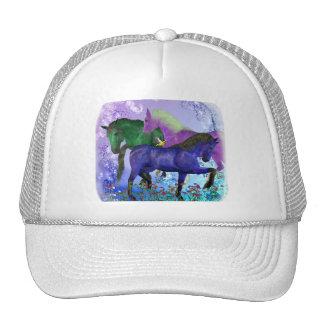 Caballos, fantasía coloreados en fondo púrpura gorros bordados