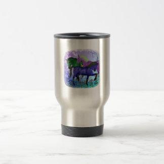 Caballos, fantasía coloreados en fondo púrpura taza de viaje de acero inoxidable