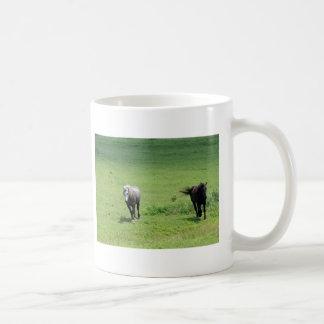 Caballos galopantes taza de café