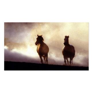 Caballos que corren en la tarjeta de visita de la