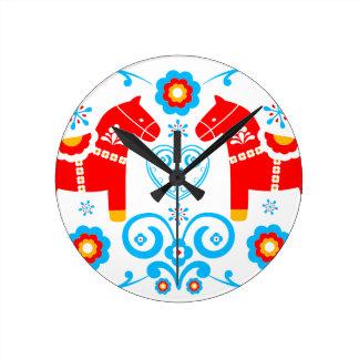 Caballos rojos de Dala Reloj Redondo Mediano