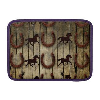 Caballos y herraduras en los regalos de madera del funda  MacBook