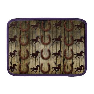 Caballos y herraduras en los regalos de madera del funda macbook air