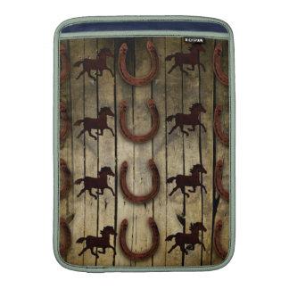 Caballos y herraduras en los regalos de madera del fundas macbook air