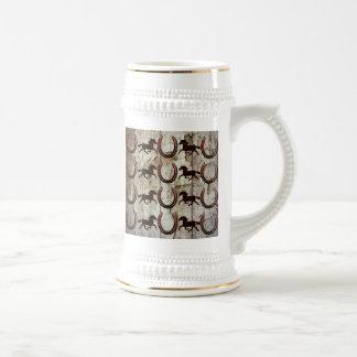 Caballos y herraduras en los regalos de madera del taza