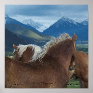 caballos y montañas impresos de la lona poster