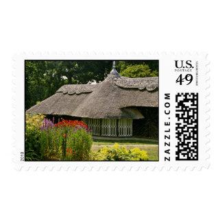 Cabaña cubierta con paja, flores de Inglaterra Franqueo