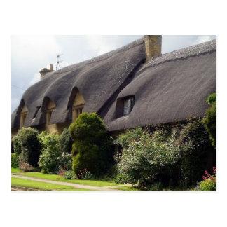 Cabaña cubierta con paja inglesa postales