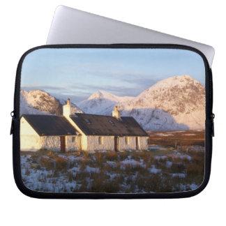 Cabaña de Blackrock, Glencoe, montañas, Escocia Fundas Portátiles