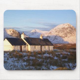 Cabaña de Blackrock, Glencoe, montañas, Escocia Tapete De Ratón