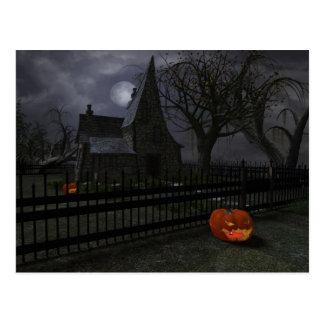Cabaña de la bruja con la linterna de la calabaza postal