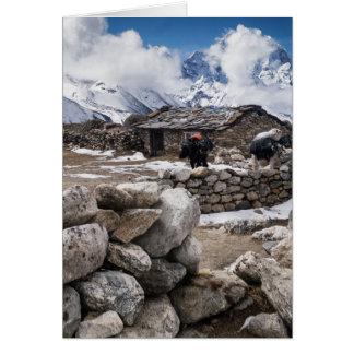 Cabaña de la granja en el Nevado Mountians Tarjeta De Felicitación