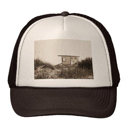 Cabaña de la playa en sepia gorro