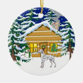 Cabaña de madera dálmata del navidad adorno redondo de cerámica