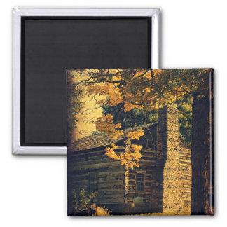 Cabaña de madera en otoño imán cuadrado