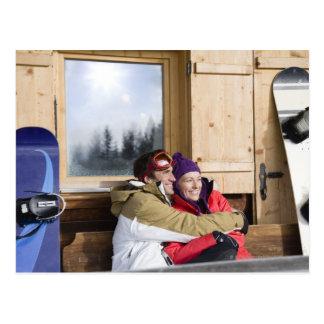 Cabaña de madera exterior del mediados de postales