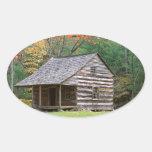 Cabaña de madera histórica de la escena en ahumado calcomanías de ovales