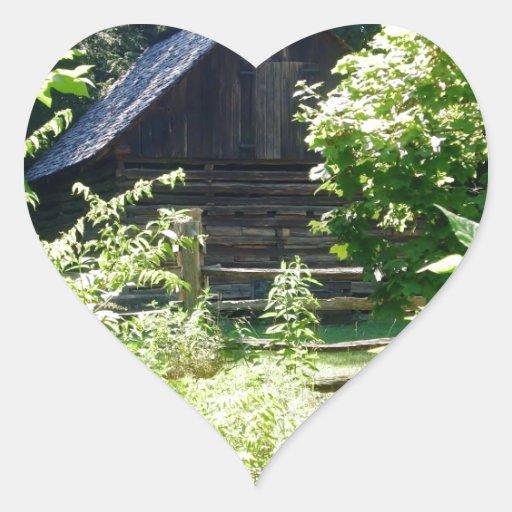cabaña de madera pegatina en forma de corazón