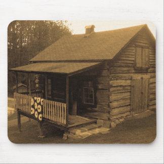 Cabaña de madera primitiva alfombrilla de ratón