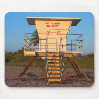 Cabaña del salvavidas en imagen de la playa de la  mouse pads