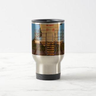 Cabaña del salvavidas en imagen de la playa de la taza de viaje de acero inoxidable