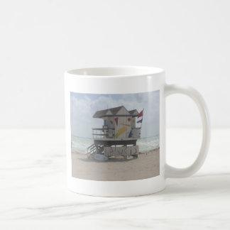 Cabaña del salvavidas taza clásica