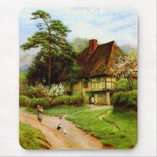 Cabaña inglesa vieja Mousepad del país