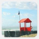 Cabaña roja de la playa pegatinas cuadradas personalizadas