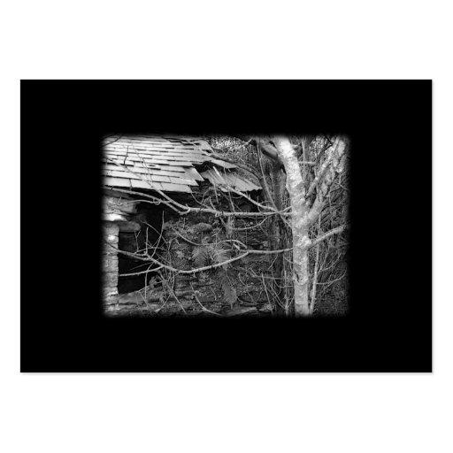 Cabaña y árbol viejos. Blanco y negro. Tarjetas De Visita Grandes