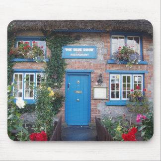 Cabañas célticas - puerta azul alfombrillas de raton