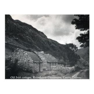 Cabañas cubiertas con paja irlandesas viejas, postales