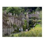 Cabañas de piedra de Cotswold en el pueblo de Postales