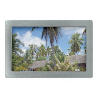 Cabañas tropicales de la arboleda de la palma de M Hebilla Cinturón Rectangular